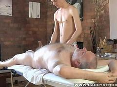 Masseur Gives a geezer A Happy Ending handjob