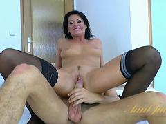 Horny Young Mommy Likes Sex w Celine Noiret