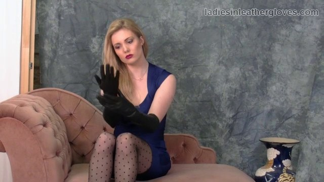 Hot Annette Schwarz shows off kinky while rubbing her pussy and ass № 1090430 бесплатно