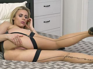 striking blonde in sexy lingerie prefers teasing in front of nude webcam and starts to play with her favorite dildo