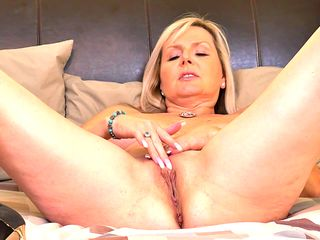 a mature blonde prefers to tease in front of naked webcam and starts playing with her favorite dildo