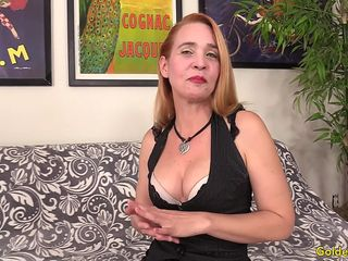 hottie mature sandy renae rubs her pussy then gets fucked