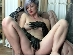 Busty naked babe fingers plays with big juicy pussy flaps wearing her sexy soft black leather gloves