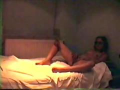 Amateur girl make himself in the bed 2