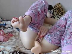 Nerdy cam Teen toying and fingering her pale pussy