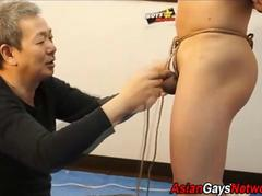 Japanese stud kinbaku does his thing