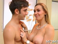Milf seduces with tits