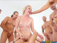 Teen babe gets blowbanged