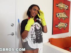 Sexy ebony maid ended up cleaning my cock