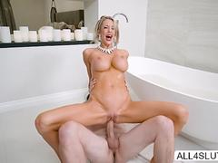 Voluptuous MILF Courtney Taylor makes out with handsome milk delivery man