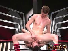 Free fisting gay Axel Abysse and Matt Wylde bathe each other in a tongue bathtub while