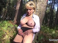Cheating british mature lady sonia flaunts her big jugs