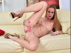 Lusty cougar masturbating